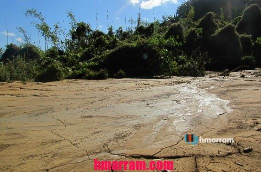A view of a section of the flattened portion which from far appears to be flowing molten lava to the locals. On the ground, we made sure that it was nothing but water by licking the soil.